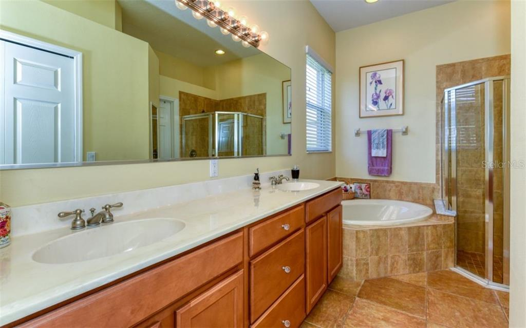 Master bath. - Single Family Home for sale at 15327 Blue Fish Cir, Lakewood Ranch, FL 34202 - MLS Number is A4456840