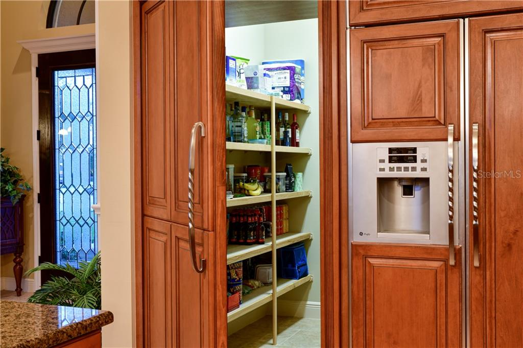 Walk in Pantry - Single Family Home for sale at 11806 Rive Isle Run, Parrish, FL 34219 - MLS Number is A4457432