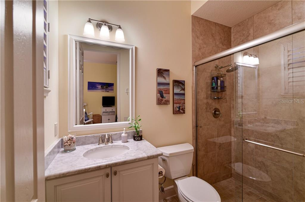 Guest Bath with walk in shower - Single Family Home for sale at 11806 Rive Isle Run, Parrish, FL 34219 - MLS Number is A4457432