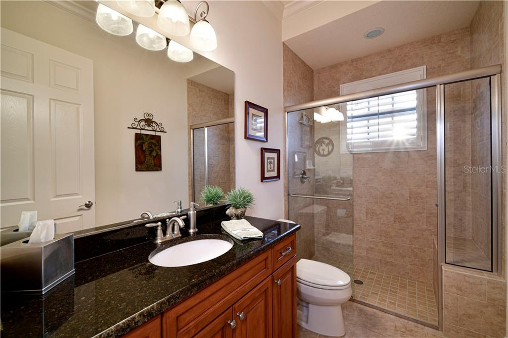 Guest Bath - Single Family Home for sale at 11806 Rive Isle Run, Parrish, FL 34219 - MLS Number is A4457432