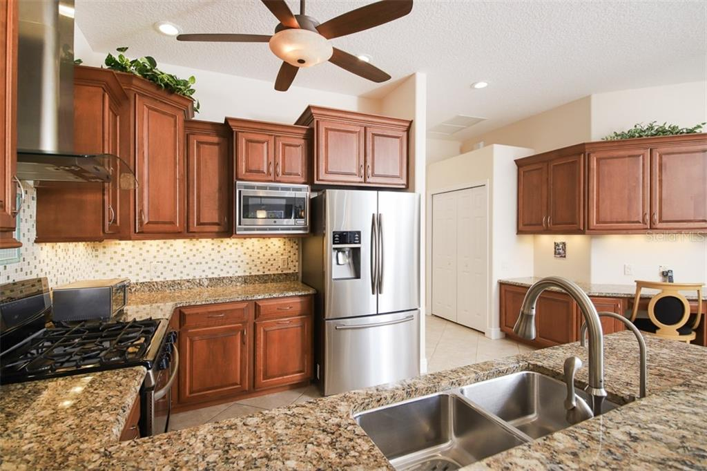 Stainless appliances, best of both worlds with gas cook top and electric oven - Single Family Home for sale at 6229 Yellow Wood Pl, Sarasota, FL 34241 - MLS Number is A4457471