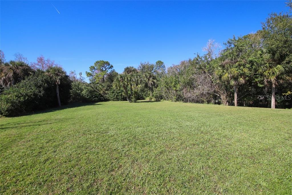Back yard - Single Family Home for sale at 6229 Yellow Wood Pl, Sarasota, FL 34241 - MLS Number is A4457471