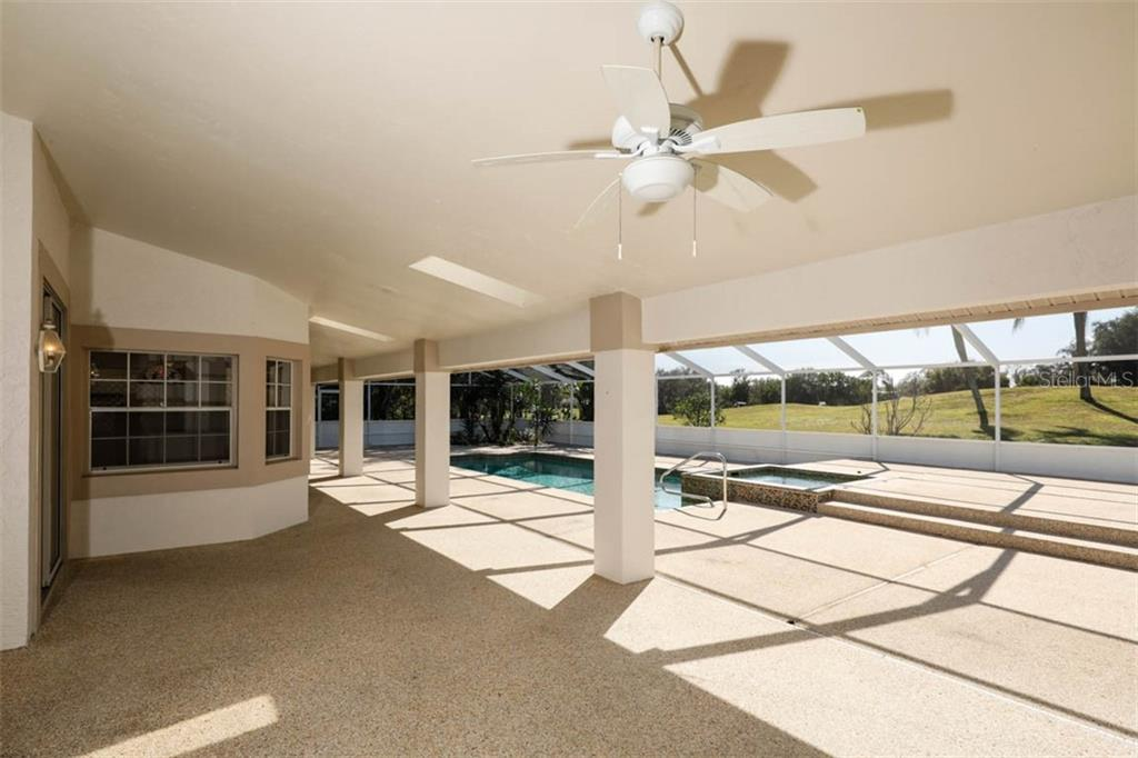 Single Family Home for sale at 4489 Highland Oaks Cir, Sarasota, FL 34235 - MLS Number is A4458622