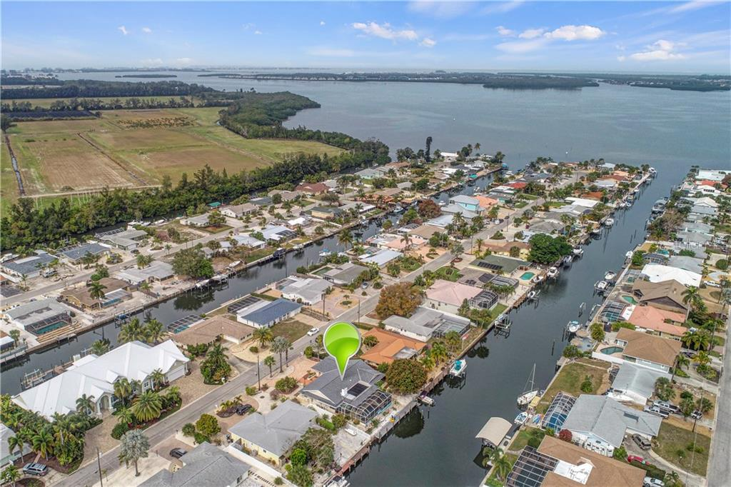 Single Family Home for sale at 4015 Coconut Ter W, Bradenton, FL 34210 - MLS Number is A4458894