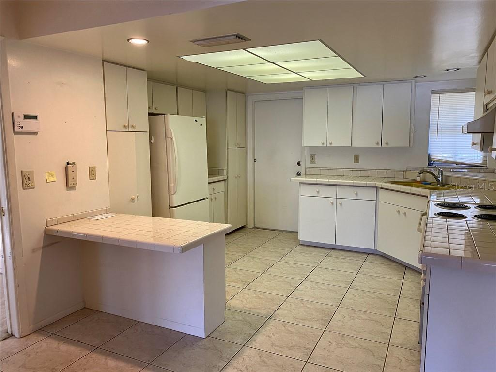 Kitchen - Single Family Home for sale at 7116 18th Ave W, Bradenton, FL 34209 - MLS Number is A4459537