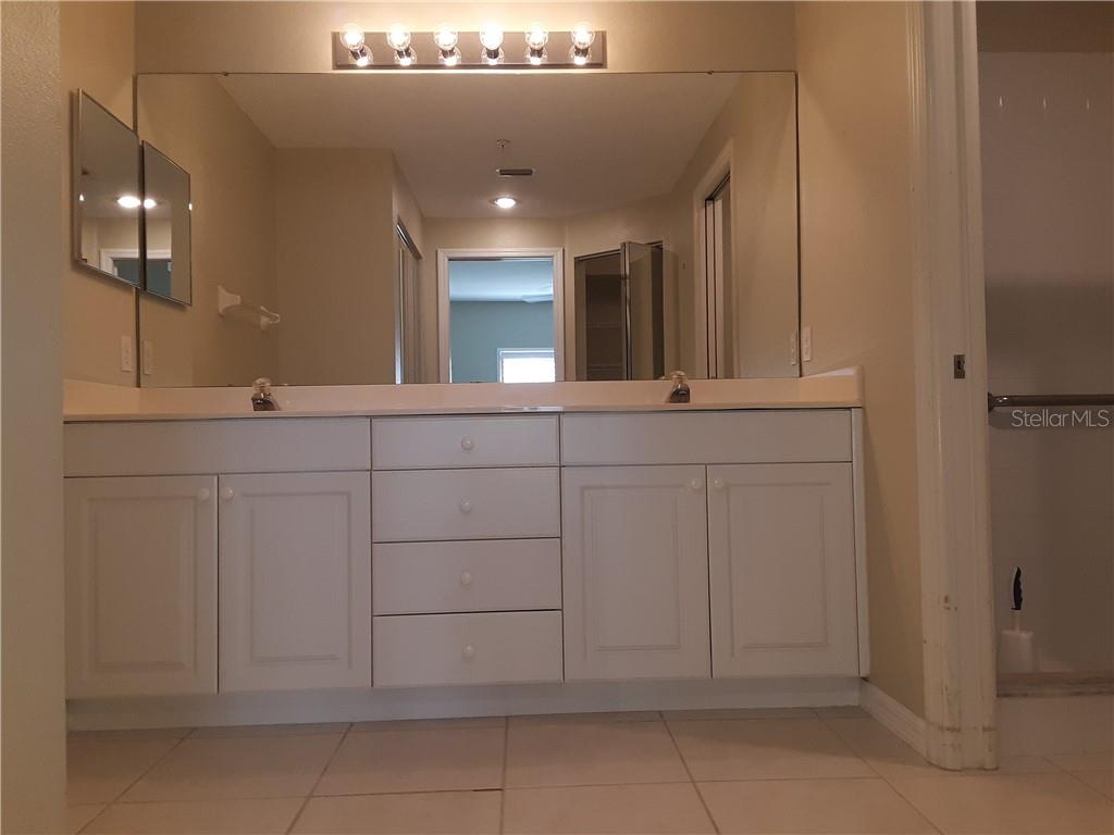 Master Bathroom with dual sinks - Condo for sale at 6866 Fairview Ter #11, Bradenton, FL 34203 - MLS Number is A4460434
