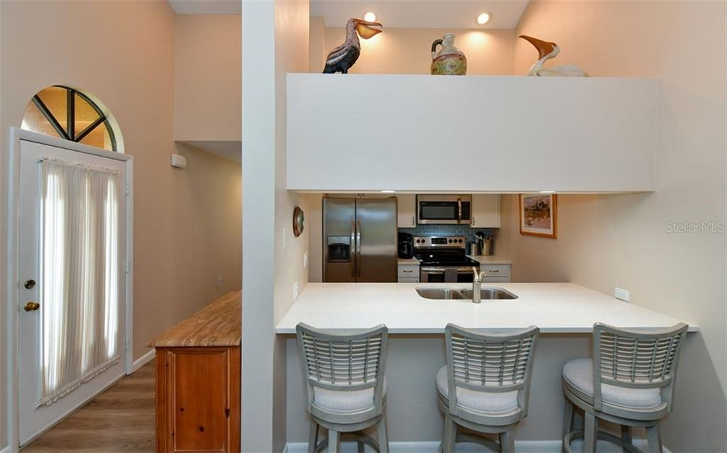 Nice decorative niche above eating space that separates kitchen from the family room - Condo for sale at 4613 Morningside #30, Sarasota, FL 34235 - MLS Number is A4460777