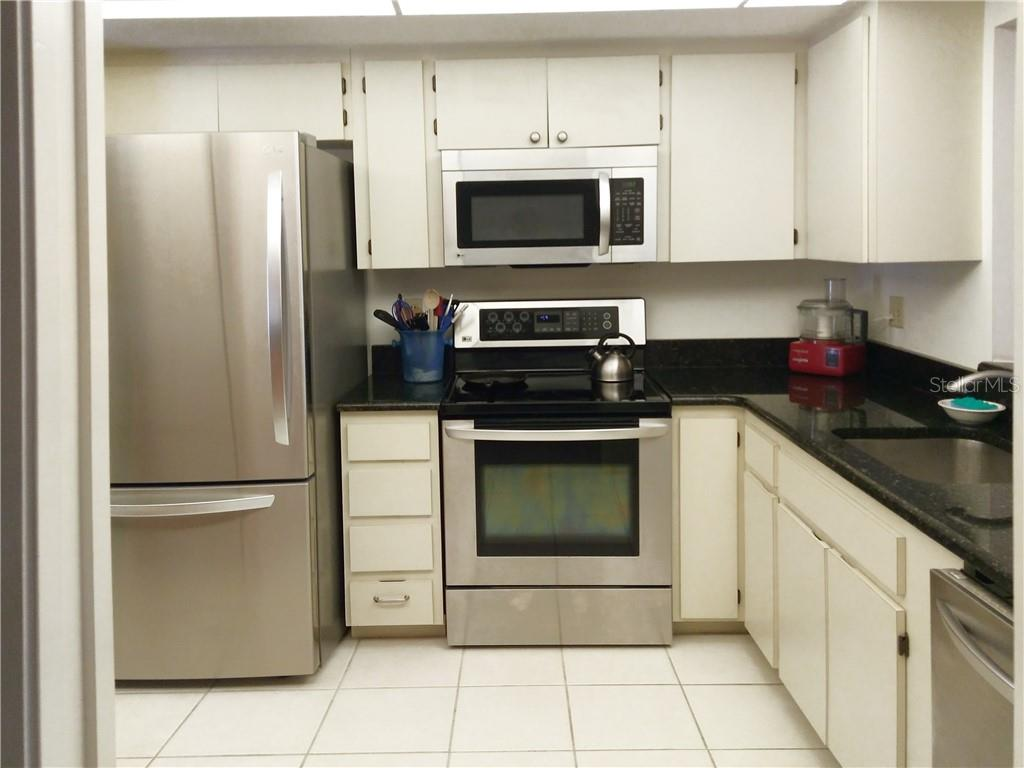 Kitchen - Condo for sale at 7130 Fairway Bend Ln #292, Sarasota, FL 34243 - MLS Number is A4464271
