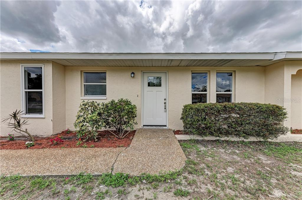 Single Family Home for sale at 820 Cypress Wood Ln, Sarasota, FL 34243 - MLS Number is A4464737