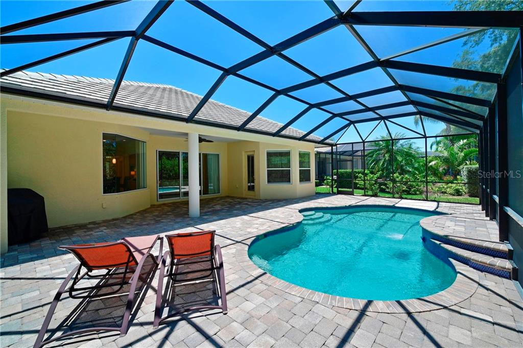 Single Family Home for sale at 12323 Thornhill Ct, Lakewood Ranch, FL 34202 - MLS Number is A4467735