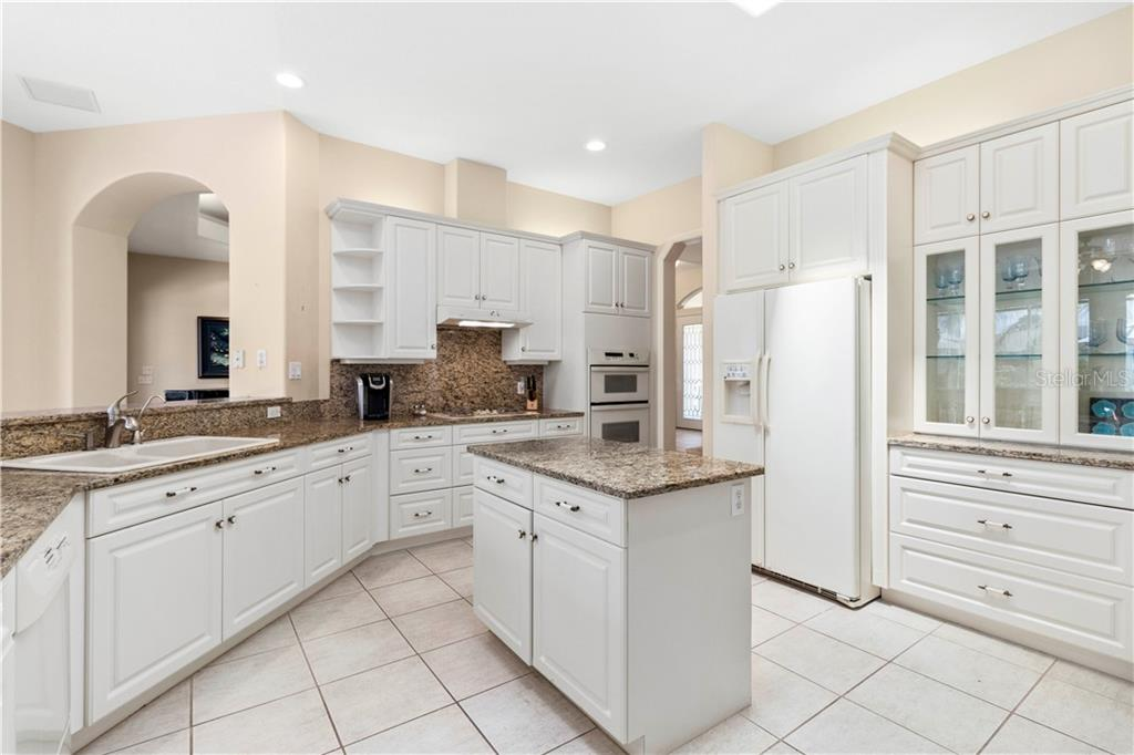 Single Family Home for sale at 494 Partridge Cir, Sarasota, FL 34236 - MLS Number is A4472251