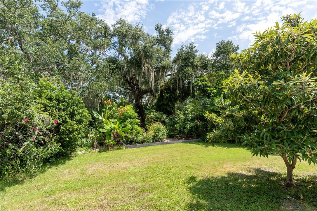 Single Family Home for sale at 1447 Peregrine Point Dr, Sarasota, FL 34231 - MLS Number is A4472549