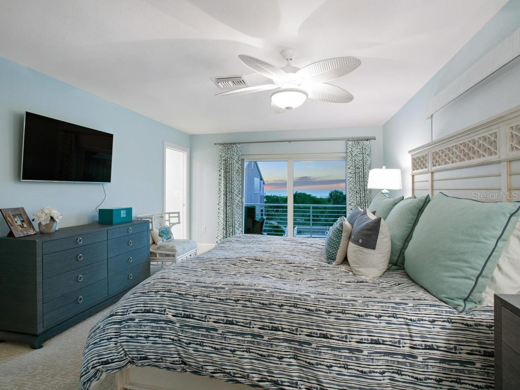 Master bedroom sunset beach views - Single Family Home for sale at 500 Beach Rd #1, Sarasota, FL 34242 - MLS Number is A4474527