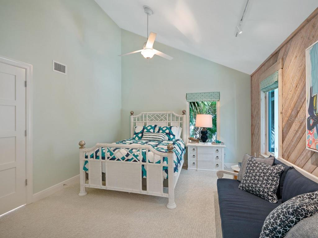 Guest bedroom on 2nd floor - Single Family Home for sale at 500 Beach Rd #1, Sarasota, FL 34242 - MLS Number is A4474527