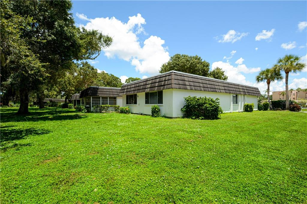 Backyard, plenty of open space with shade trees - Villa for sale at 1321 Glen Oaks Dr E #132, Sarasota, FL 34232 - MLS Number is A4474656
