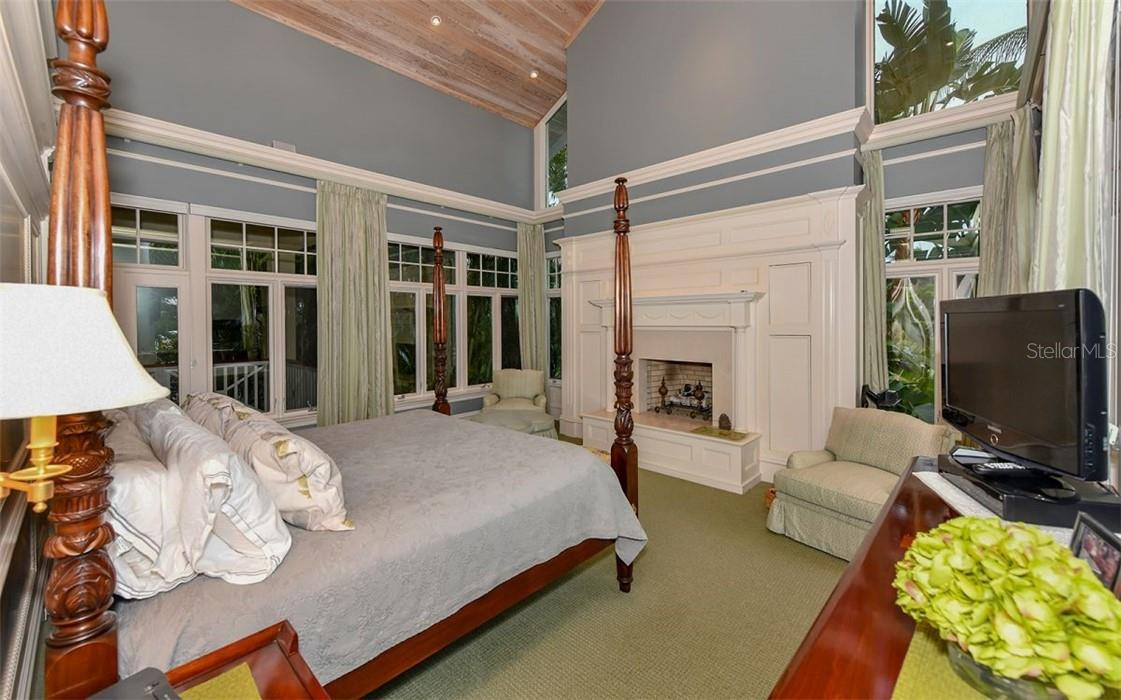 Master Bedroom - Single Family Home for sale at 612 Juan Anasco Dr, Longboat Key, FL 34228 - MLS Number is A4475444