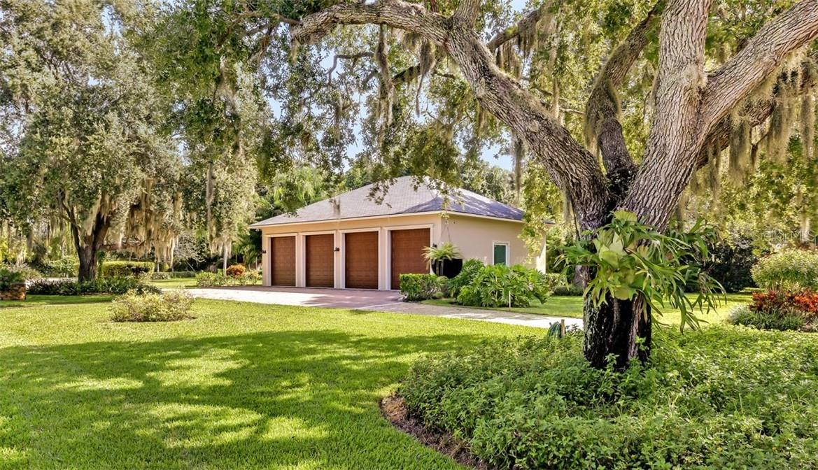 Single Family Home for sale at 612 Laurel Rd W, Nokomis, FL 34275 - MLS Number is A4477590