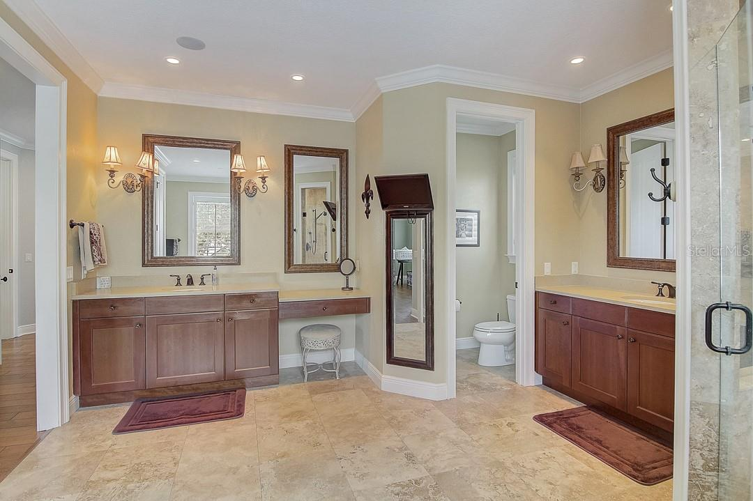 His/hers sinks - Single Family Home for sale at 1839 Buccaneer Ct, Sarasota, FL 34231 - MLS Number is A4479580
