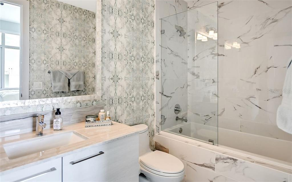 Ensuite bath for guest suite - Condo for sale at 1155 N Gulfstream Ave #1701, Sarasota, FL 34236 - MLS Number is A4480090