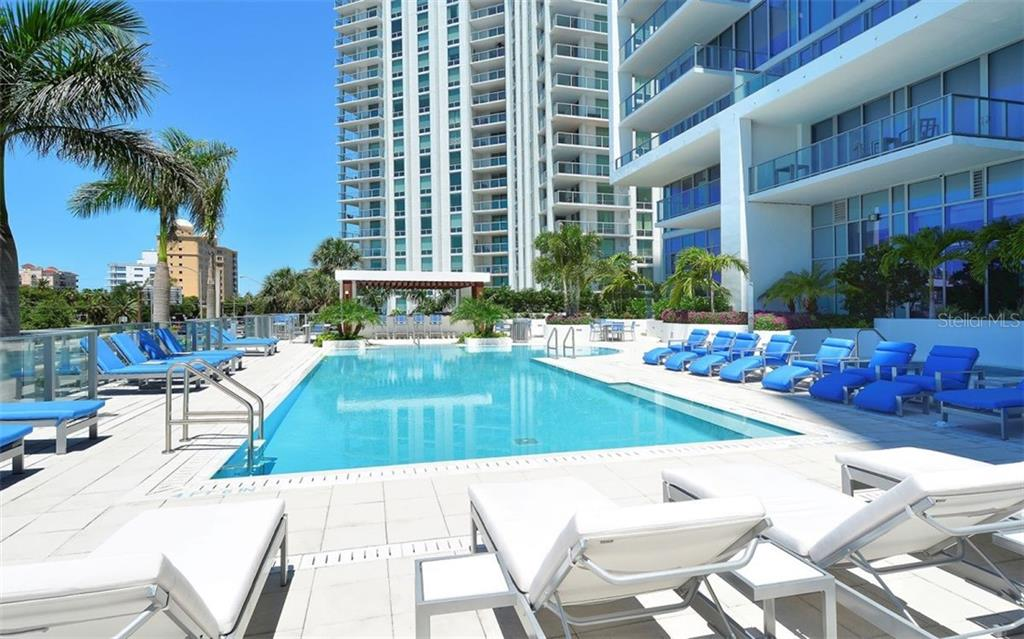 Lap pool and spa - Condo for sale at 1155 N Gulfstream Ave #1701, Sarasota, FL 34236 - MLS Number is A4480090