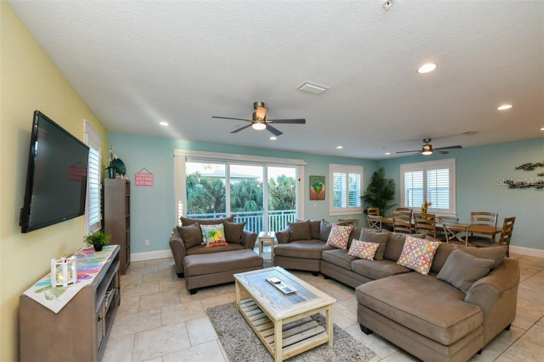 Single Family Home for sale at 551 Beach Rd, Sarasota, FL 34242 - MLS Number is A4481646