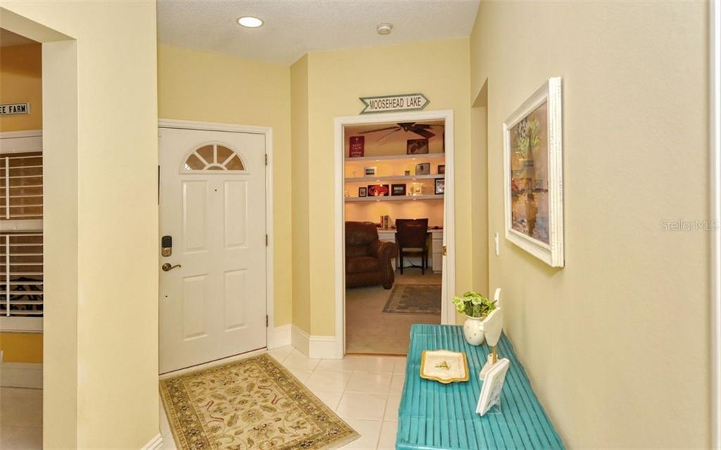 Single Family Home for sale at 4177 Entrada Ct, Sarasota, FL 34238 - MLS Number is A4484310