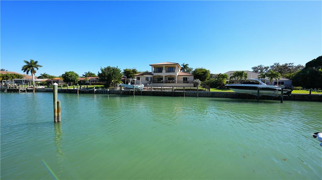 Single Family Home for sale at 630 S Owl Dr, Sarasota, FL 34236 - MLS Number is A4485318