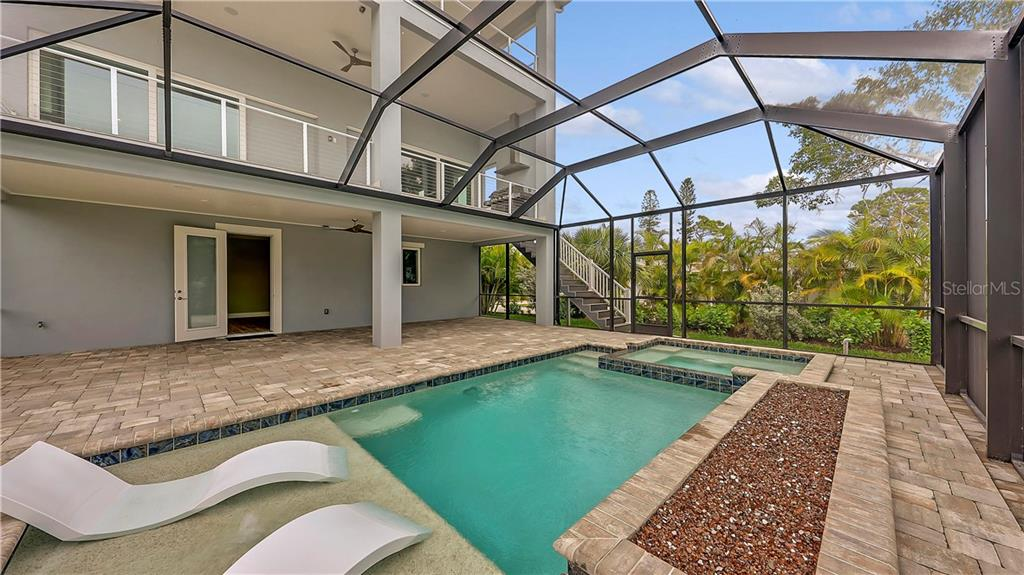 Single Family Home for sale at 550 Buttonwood Dr, Longboat Key, FL 34228 - MLS Number is A4491326