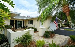 6940 W Country Club Dr N, Sarasota, FL 34243