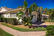 Single Family Home for sale at 7330 Fairlinks Ct, Sarasota, FL 34243 - MLS Number is A4457374