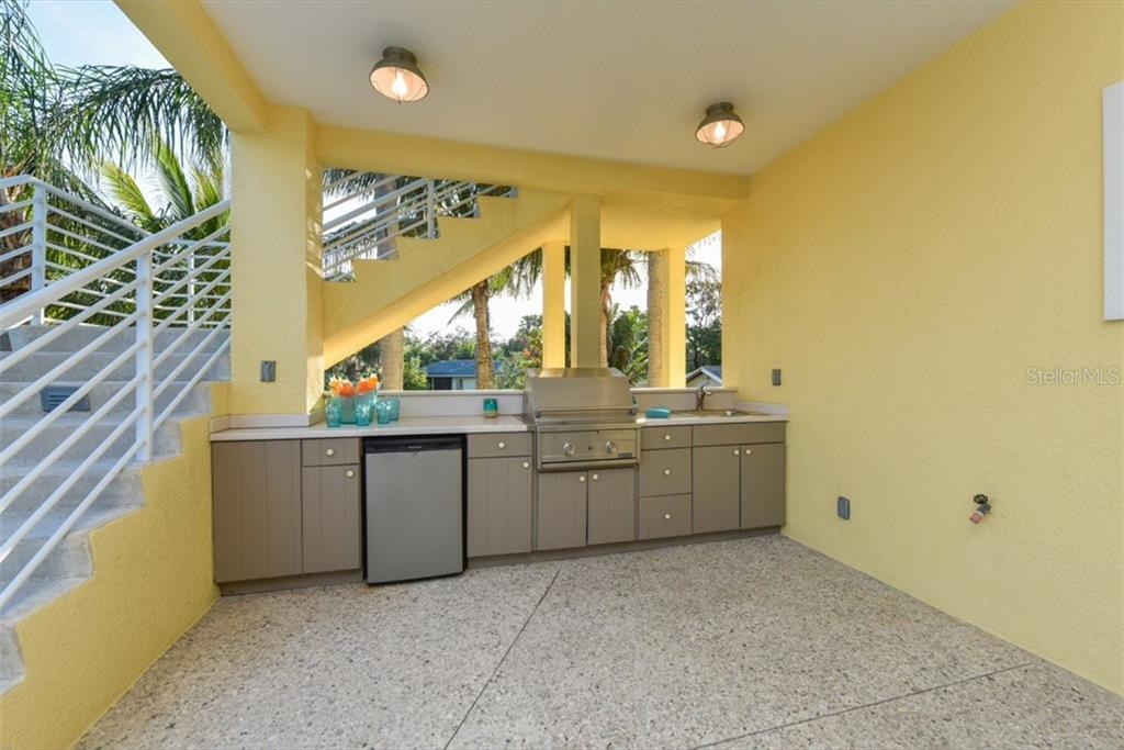 Outdoor Kitchen - Single Family Home for sale at 525 Bayview Pkwy, Nokomis, FL 34275 - MLS Number is N5912985