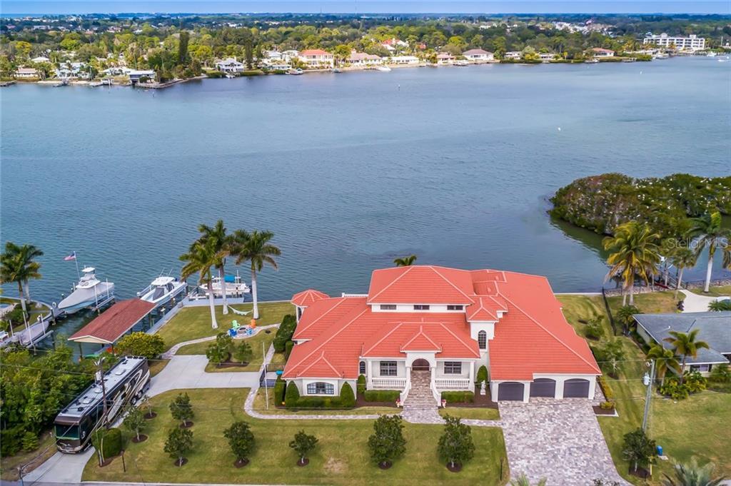 Maison unifamiliale pour l Vente à 412 Sunrise Dr 412 Sunrise Dr Nokomis, Florida,34275 États-Unis