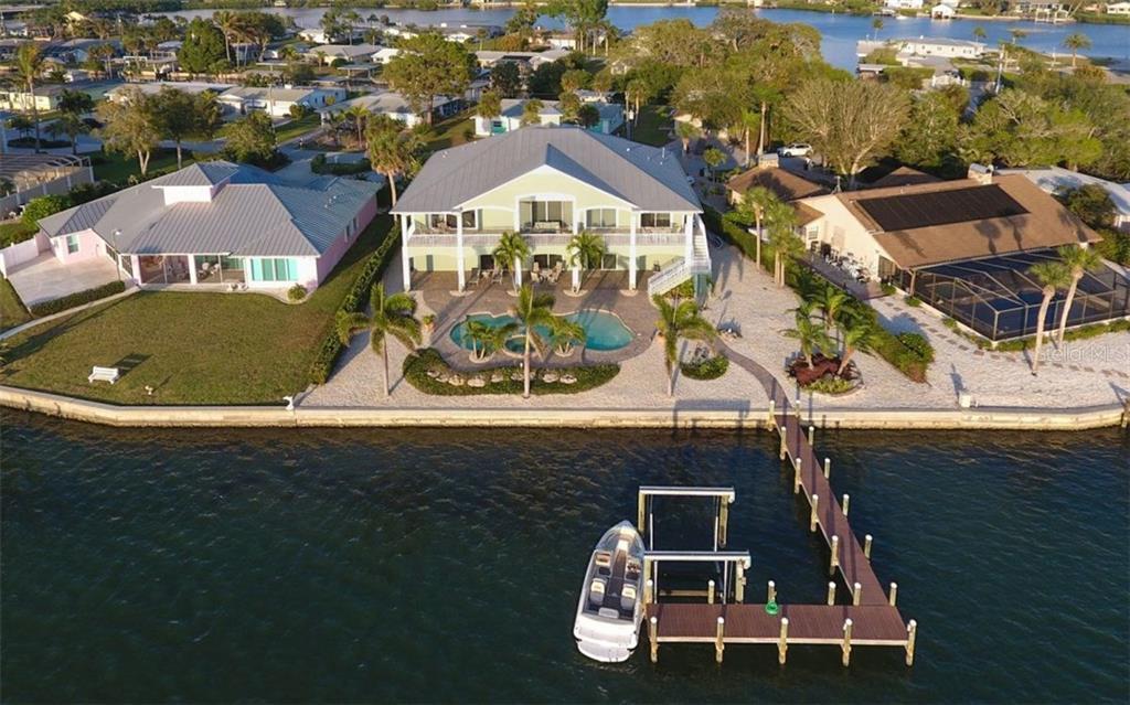 Single Family Home for Sale at 1472 Lemon Bay Dr 1472 Lemon Bay Dr Englewood, Florida,34223 United States