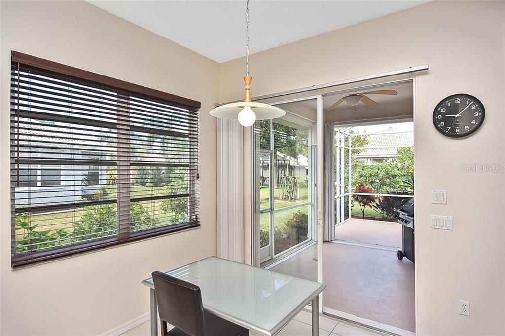 Dinette with slider to lanai - Single Family Home for sale at 724 Silk Oak Dr, Venice, FL 34293 - MLS Number is N6102801