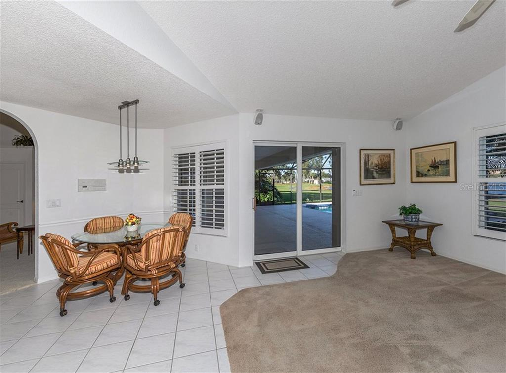 Dinette, family room - Single Family Home for sale at 515 Park Estates Sq, Venice, FL 34293 - MLS Number is N6103193