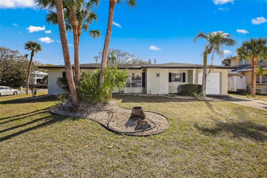 Sellers discl unoccupied - Single Family Home for sale at 721 Apalachicola Rd, Venice, FL 34285 - MLS Number is N6104308