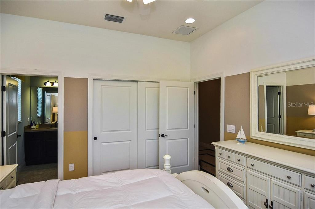 Bedroom 2 to bathroom - Single Family Home for sale at 23763 Waverly Cir, Venice, FL 34293 - MLS Number is N6107580