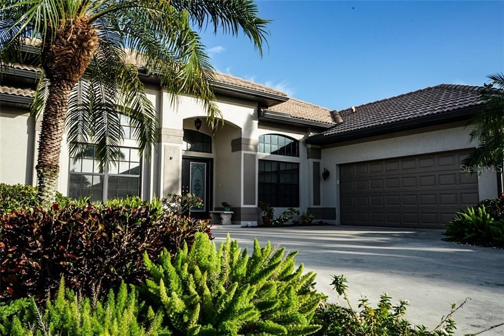 Single Family Home for sale at 301 Marsh Creek Rd, Venice, FL 34292 - MLS Number is N6108699