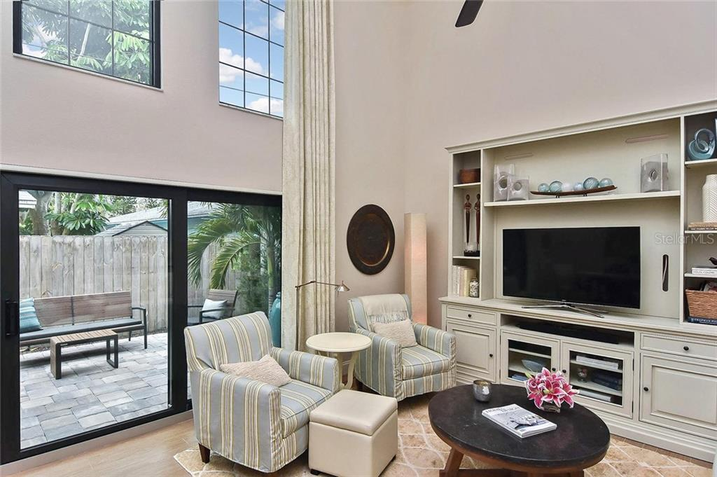 Living room with slider to patio - Condo for sale at 448 Palmetto Ct #B5, Venice, FL 34285 - MLS Number is N6109553