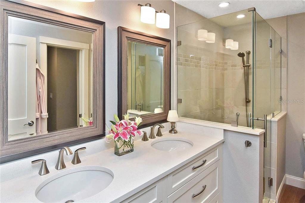 Master bath - Condo for sale at 448 Palmetto Ct #B5, Venice, FL 34285 - MLS Number is N6109553
