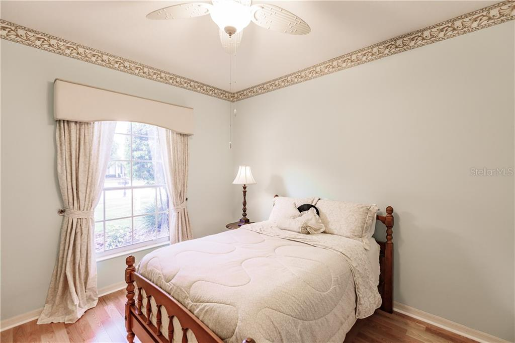 Guest bedroom - Single Family Home for sale at 400 Pinewood Lake Dr, Venice, FL 34285 - MLS Number is N6111569