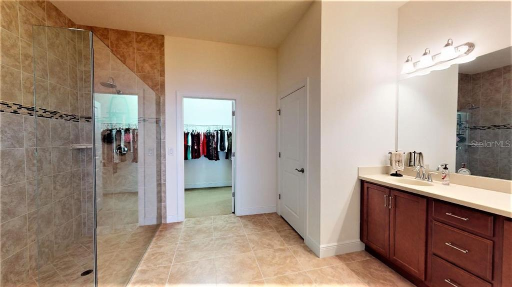Master bathroom, walk-in closet - Single Family Home for sale at 23793 Waverly Cir, Venice, FL 34293 - MLS Number is N6112352